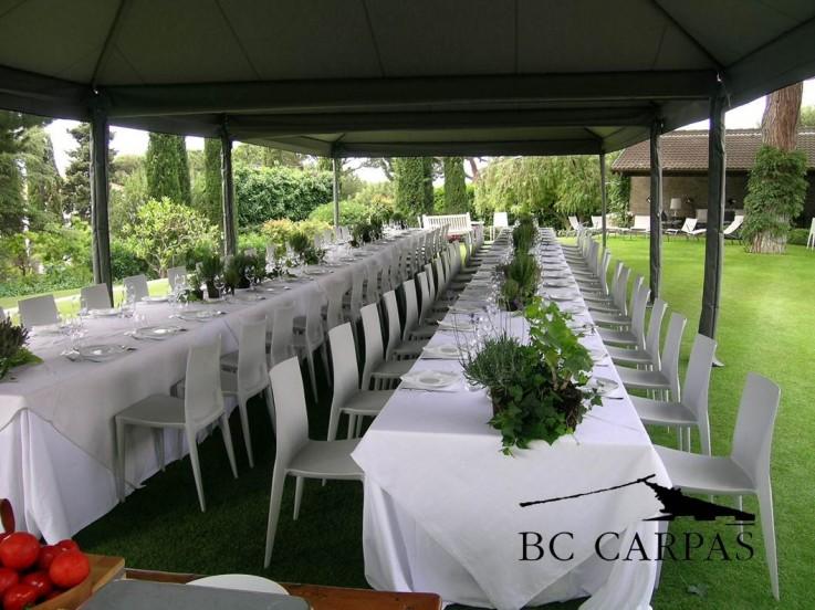 Carpas con mesas redondas o rectangulares bc carpas for Decoracion de sillas para 15