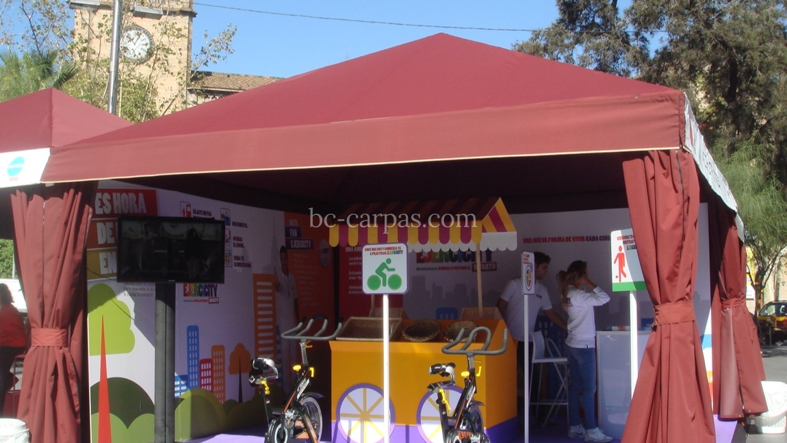 Carpa color burdeos para eventos de empresa